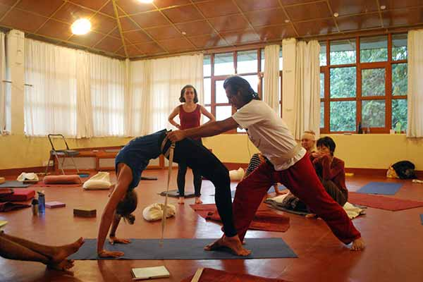 Iyengar Yoga India - Yoga Retreats, Yoga Workshops, Online Yoga Classes